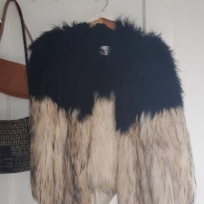 Smuk Saks Potts pels af ræv i naturfarvet. Brugt med respekt, og har været opbevaret i original stofpose.😌