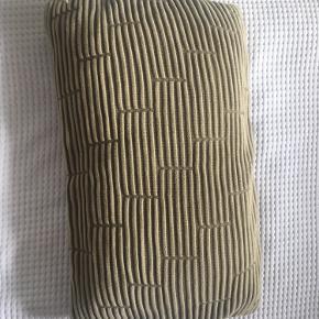 Skøn pude fra Semibasic! I den skønneste strik ☺️