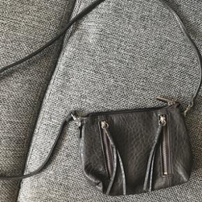 Taske næsten ikke brugt    Køber betaler fragt  hvis man ikke selv henter