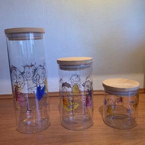Paul Pava opbevaringsglas i 3 højder. Kun brugt få gange til pasta og ris. Der er ingen brugstegn på glassene.  Højde: 11,50 cm., 18 cm. og 26 cm.  Diameter: 9 cm på dem alle sammen Kan afhentes på Frederiksberg