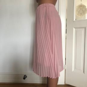 Lækker nederdel fra Just Female - brugt 2 gange.