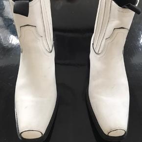 Super cool læder boot fra won hundred i str 37 svare til 37,5 Brugt 2 gange så i flot stand