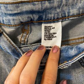 Jeans fra H&M i god stand. Det er en str. 31/30 😊