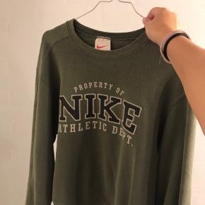 sweater fra Nike i en str. S.  nypris: omkring 250 kr