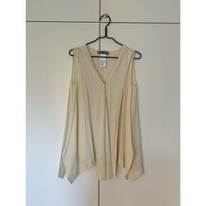 Brugt en enkelt gang. 100% silke. Nypris 1699kr