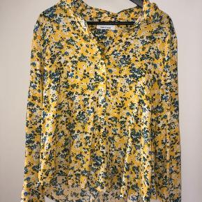 Flot gul skjorte, str S men er oversize