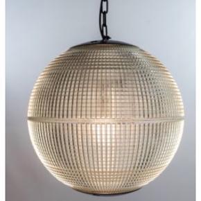 Smuk og stor fransk holophane lampe - lavet af en gammel parisisk gadelampe (google den evt.). Den er meget speciel - og de er efterhånden svære at få fat på. Placeret i København K.  Man er velkommen til at kigge forbi og se lampen. Vær opmærksom på at den er virkelig tung! Diameter 51 cm. Den er renoveret med ny sort jernkæde.