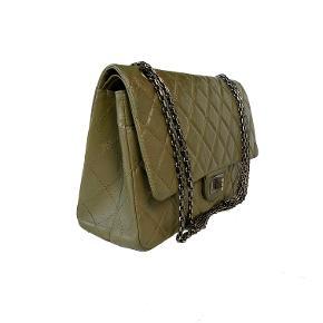 Sort Chanel 2.55 Aged Calfskind Reissue Double Flap taske, str 227. Flotteste army/oliven grønne farve. Ruthenium hardware.   I som ny stand.   Mål: 31.5x20x10. Fast pris: 24500dkk.   For køb og spørgsmål skriv til info@deedee-tasker.dk
