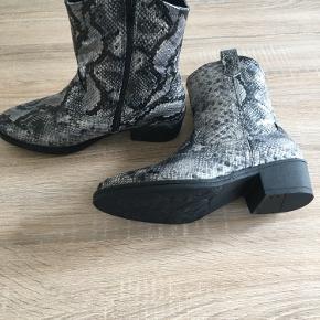 Flotte støvler. Nypris 500