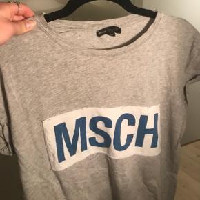 Moss Copenhagen T-shirt  Np 300,- Tager alle bed til overvejelse - så byyyd :))