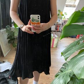 Kjole fra H&M, brugt få gange