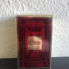 Brand: Michael kors  Sexy ruby  Varetype: Eau de parfume spray  Størrelse: 30 ml Farve: -  Ægte og uåbnet