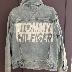 Tommy Hilfiger overtøj