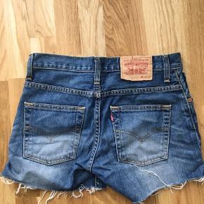 Fede levis shorts købt i vintage forretning   hvis du bor i nærheden af Horsens kan vi sagtens aftale at mødes