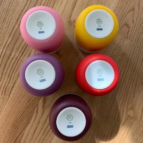 Sælger disse fine contrastkrus fra Royal Copenhagen i farverne:  Yellow Scarlet red Plum Bubble gum Lavender  120 pr stk  Sælges samlet for 550  Kan sendes på eget ansvar (jeg har bobleplast), eller hentes / mødes   Jeg har alle farve tilbage ☀️