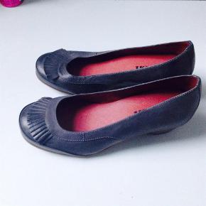 Lækre sko købt her på TS men passer dem desværre ikke   Green comforts gode kvalitet De er lysere end billedet viser  Virkelig billigt - helst mobilpay ( evt 10 kr på ts- handel )  Slå til nu  Sko Farve: Grå