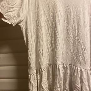 Pæn oversized t-shirt med søde detaljer