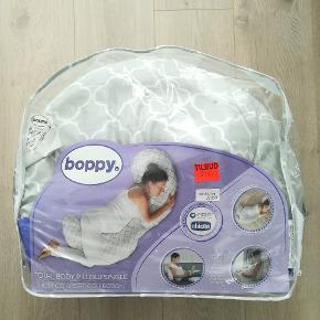Chicco graviditetspude, brugt i nogle måneder - er som ny.  Betrækket er i bomuld og kan vaskes i maskinen.
