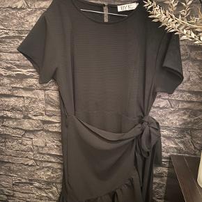 Sælger denne smukke kjole fra BYIC  Str. M Mp :200 kr