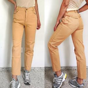 De lækreste vintage bukser fra ESCADA i super god stand. Str. 36/38, taljen måler 72 cm.