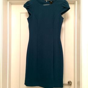 Grøn/blå tætsiddende kjole. Perfekt til julefrokoster eller andet festligt 💫
