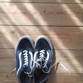 Vans Old Skool. Navy/sort. Kanon sko, brugt en del, derfor prisen.   KØBER BETALER FRAGT