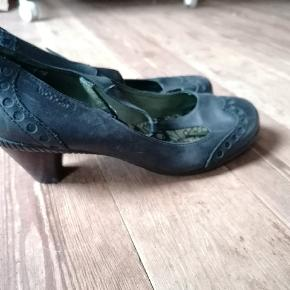 Wonders heels