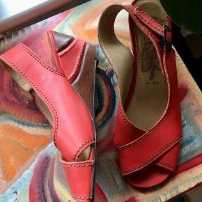 Mega fede Wedges sandaler i skind.  Brugt få x, meget velholdte. I den flotteste farve. 300pp