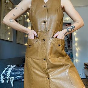 Vintage kjole i læder 🤎