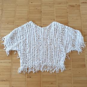 Hvid top/bluse/tunika/overdel. Str. Onesize. Aldrig brugt.