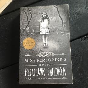 """Sælger bogen """"Miss Peregrine's home for peculiar children"""" af Ranson Riggs"""
