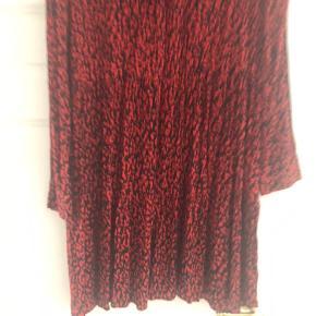 Beautiful Isabel Marant style dress from Zara. Never worn. No swaps.