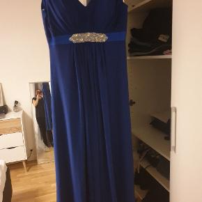 Flot blå galla kjole - brugt 2 gange.  Mærke: Jora Sælges med slør  Jeg er 168cm høj, og den går mig til anklerne.  #30dayssellout