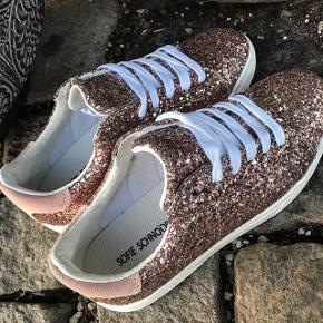Glitter sneakers brugt to gange