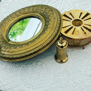 Spejl kr 95. 33 cm i diameter . Vintage messing fyrfads tevarmer til lys kr 65.