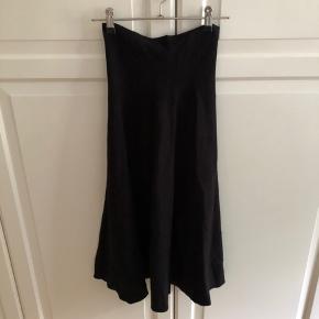 Roxye nederdel fra Neo noir. Aldrig brugt. Stadig med prismærke