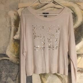 Blød og lækker trøjeLav din egen tøjpakke, 10 dele for 100kr, ellers er det nuværende pris der gælder