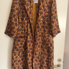 Den flotteste Julie Fagerholt- haertmade kimono i silke, str 36👌😍😱 Nypris 2700kr.- kun brugt få timer og aldrig vasket... Byd👍😊