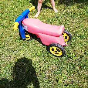 Brugt motorcykel til pige/dreng. Farven gået af på grund stået ude for.