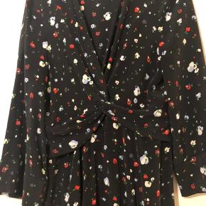 Ganni nolana silk dress. Smuk kjole i 100% silke. . Brugt en gang.