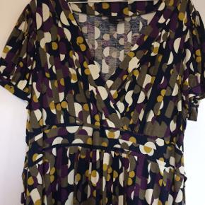 Sød kjole i viscose. Bm 63 x 2 og læ 1 m.
