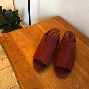 Smukke mules fra ZARA. Jeg har selv købt dem brugt men har ikke fået dem brugt.