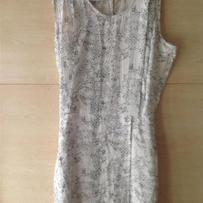 Kjole Farve: Se billede Oprindelig købspris: 1100 kr.