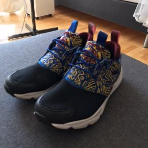 Fede sneakers! Næsten som nye
