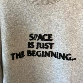 Klassisk Soulland sweatshirt. Mellemvægt/tykkelse. Plysset skrift.  Fitter klassisk medium.  #tuesdaysellout