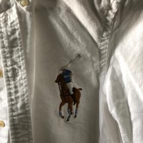 Super fin skjorte. Kun været brugt få gange og i super fin stand.