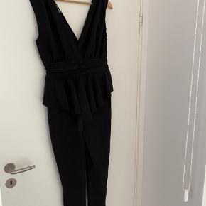 Feminin buksedragt købt i Spanien, aldrig brugt stadig med prismærke på.