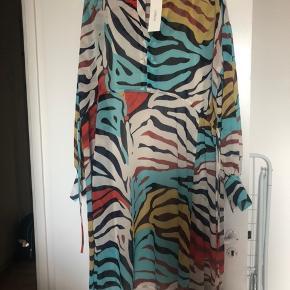 Helt ny kjole, vil sælge for 350kr i hurtig handel.