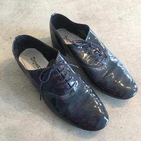 2fb83e83ce3 Varetype: Andet Farve: Marineblå Prisen angivet er inklusiv forsendelse. Super  behagelige repetto sko