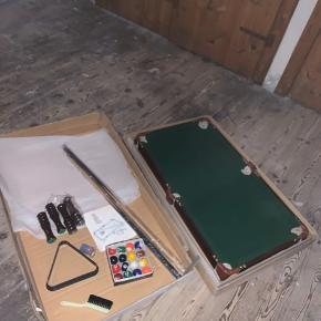 Super flot billiardbord. Fejler intet og er desværre ikke blevet brugt. Det er lille og fylder ikke særlig meget. Alt medfølger.  Kom med er bud  OBS!!! Sælges kun, hvis det kan blive afhentet!!